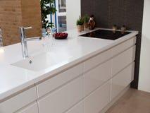 Cozinha de madeira branca do projeto moderno Imagem de Stock