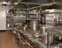 Cozinha de um restaurante imagem de stock royalty free