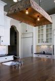 Cozinha do estilo da casa de campo fotografia de stock