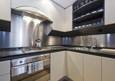 Cozinha doméstica luxuosa Fotos de Stock Royalty Free