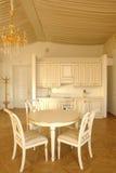 Cozinha e quarto dinning fotografia de stock