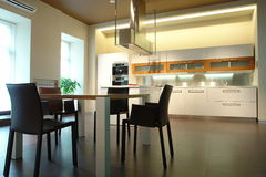 Cozinha e sala de jantar fotografia de stock royalty free
