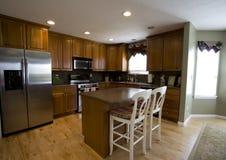 Cozinha em uma casa Imagens de Stock
