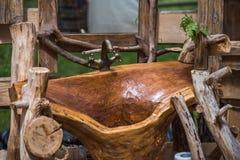 Cozinha feito a mão, dissipador de madeira do banheiro Fotografia de Stock Royalty Free
