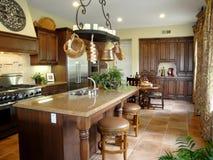 Cozinha italiana bonita do estilo Fotos de Stock