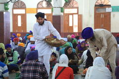 A cozinha livre a maior do mundo de Harmandir Sahib (templo dourado) Imagens de Stock
