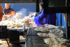 A cozinha livre a maior do mundo de Harmandir Sahib (templo dourado) Fotografia de Stock Royalty Free