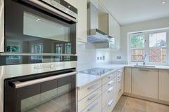 Cozinha moderna chique Foto de Stock Royalty Free