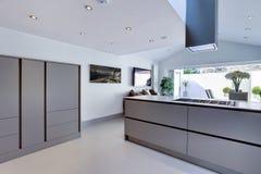 Cozinha moderna chique imagens de stock royalty free