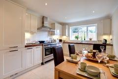 Cozinha moderna chique luxuoso fotografia de stock royalty free