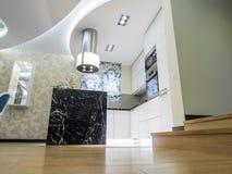 Cozinha moderna do apartamento Fotos de Stock