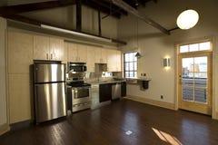 Cozinha moderna do sótão imagem de stock