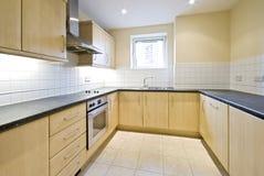 Cozinha moderna e clara imagens de stock