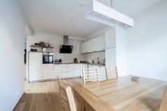 Cozinha moderna interna Fotografia de Stock Royalty Free