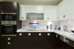 Cozinha moderna lustrosa Fotos de Stock