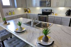 Cozinha moderna no branco Fotografia de Stock Royalty Free