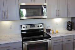 Cozinha moderna no branco foto de stock
