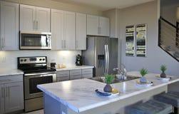 Cozinha moderna no branco imagem de stock