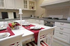 Cozinha moderna no estilo clássico fotos de stock