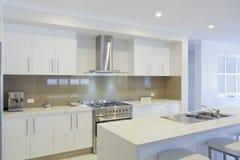 Cozinha moderna nova imagens de stock