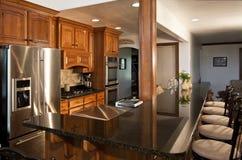 A cozinha moderna nova remodela Imagem de Stock Royalty Free