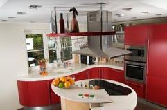 Cozinha moderna vermelha Fotografia de Stock Royalty Free