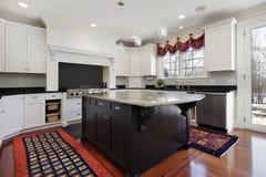 Cozinha na HOME moderna Fotografia de Stock Royalty Free