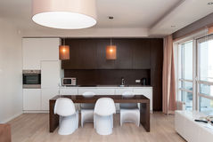 Cozinha no apartamento do hotel Fotografia de Stock