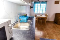 Cozinha Cozinha no apartamento Rua Ligth Imagem de Stock Royalty Free
