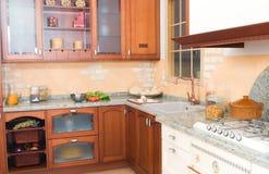 Cozinha rústico ou de país do estilo com forno fotografia de stock royalty free
