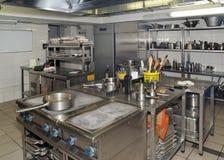Cozinha típica de um restaurante fotografia de stock