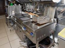 Cozinha típica de um restaurante foto de stock