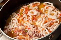 Cozinhando calamares Imagem de Stock Royalty Free