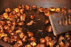 Cozinhando castanhas Fotografia de Stock