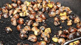 Cozinhando castanhas, fundo Fotografia de Stock Royalty Free