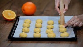 Cozinhando cookies com enchimento filme