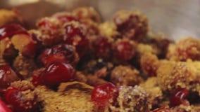 Cozinhando e adoçamento da cereja vídeos de arquivo