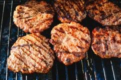 Cozinhando Hamburger na grade foto de stock royalty free