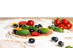 Cozinhando a mini pizza Imagens de Stock Royalty Free