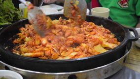 Cozinhando o alimento coreano video estoque