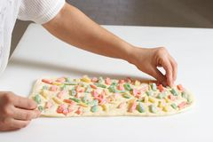 Cozinhando o bolo Fotos de Stock Royalty Free