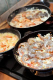 Cozinhando o camarão Imagens de Stock