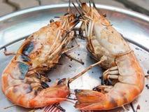 Cozinhando o camarão da grade Imagem de Stock