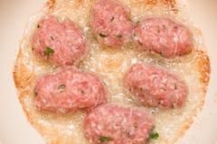 Cozinhando o croquete triturado da carne Fotografia de Stock
