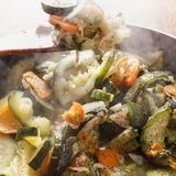 Cozinhando o guisado vegetal Imagens de Stock Royalty Free