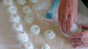 Cozinhando o marshmallow caseiro, seu processamento e empacotamento filme