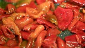 Cozinhando o pimento vermelho fresco filme