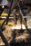 Cozinhando o potenciômetro com o alimento caloroso no fogo Imagem de Stock Royalty Free