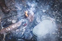 Cozinhando o potenciômetro do exército Fotos de Stock