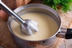 Cozinhando o puré da sopa na bandeja Imagens de Stock Royalty Free